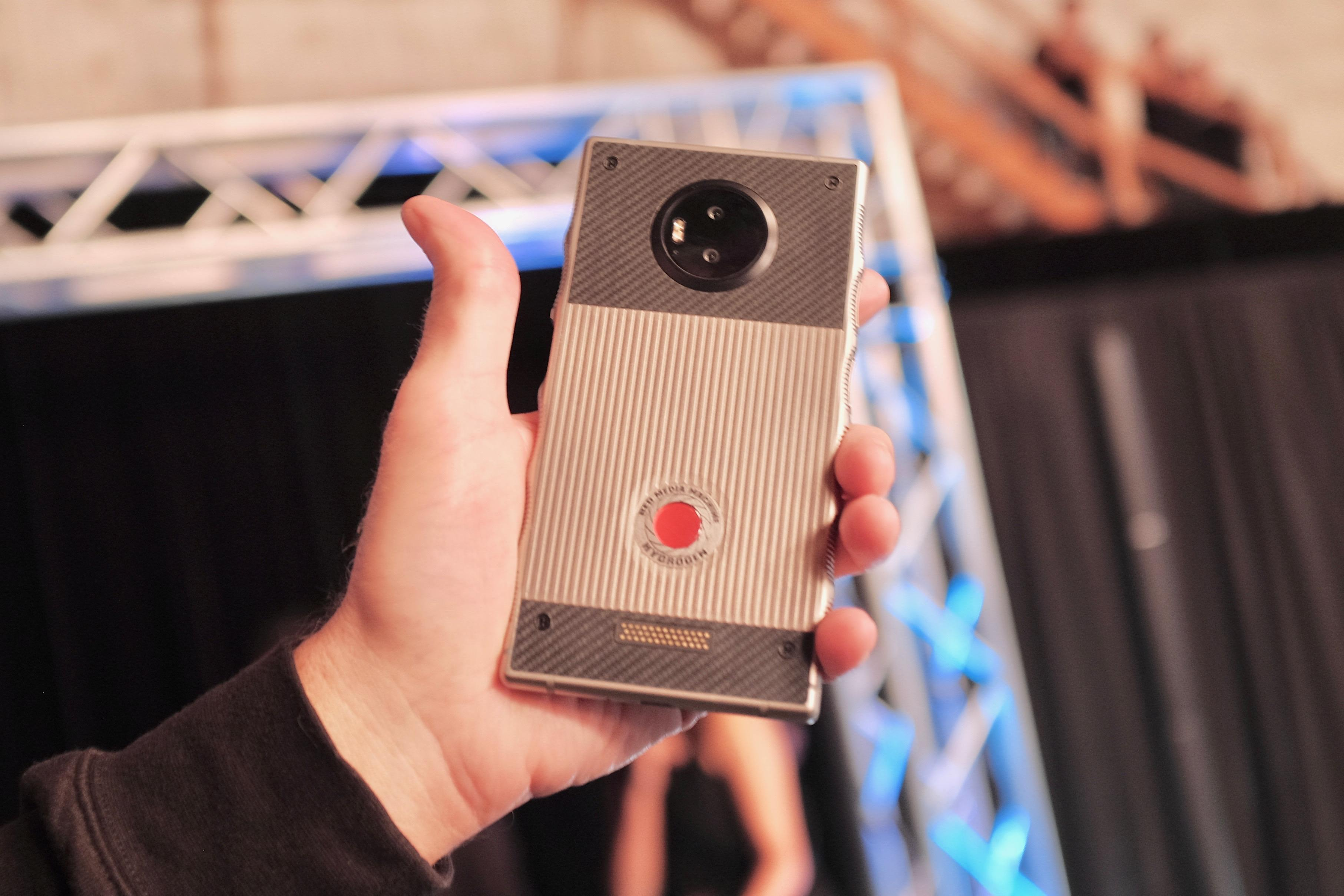 red-hydrogen-mkbhd-prototype-marques-brownlee-cnet-screencap-w-permission