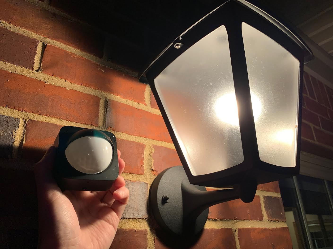 philips-hue-outdoor-motion-sensor-with-porch-light