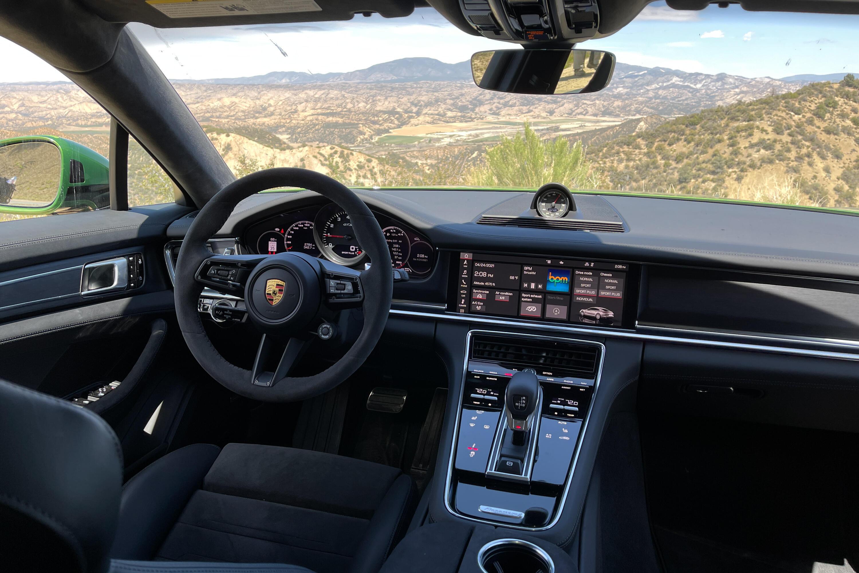 2021-porsche-panamera-gts-sedan-130