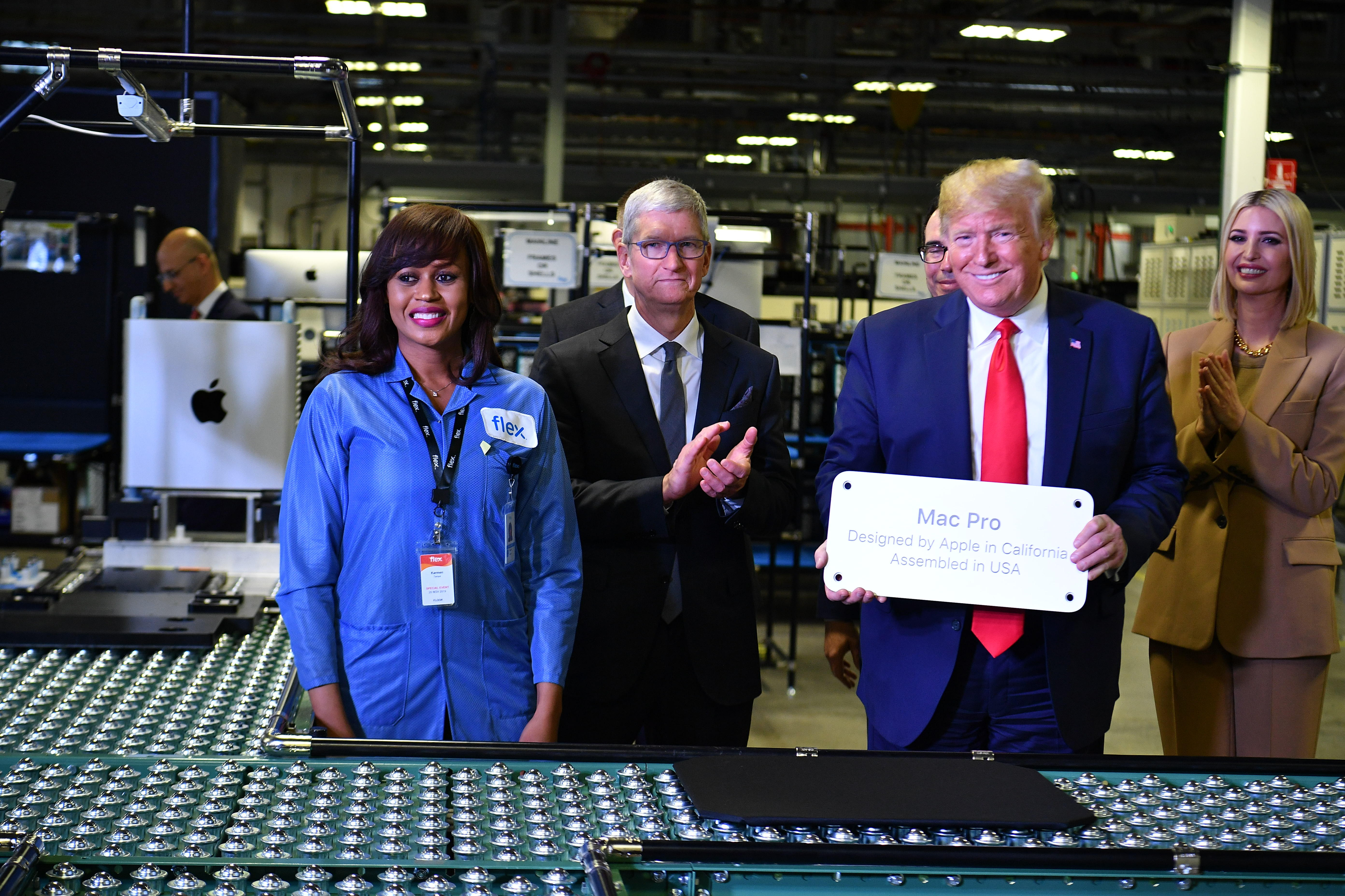 Tim Cook and Donald Trump at Apple's Texas manufacturing plant in 2019