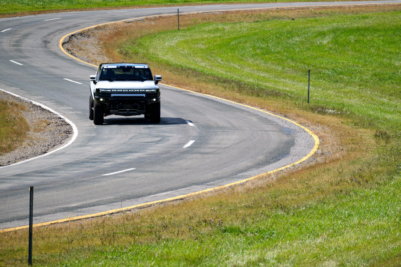 2022 GMC Hummer EV Pickup Engineering Prototype Drive