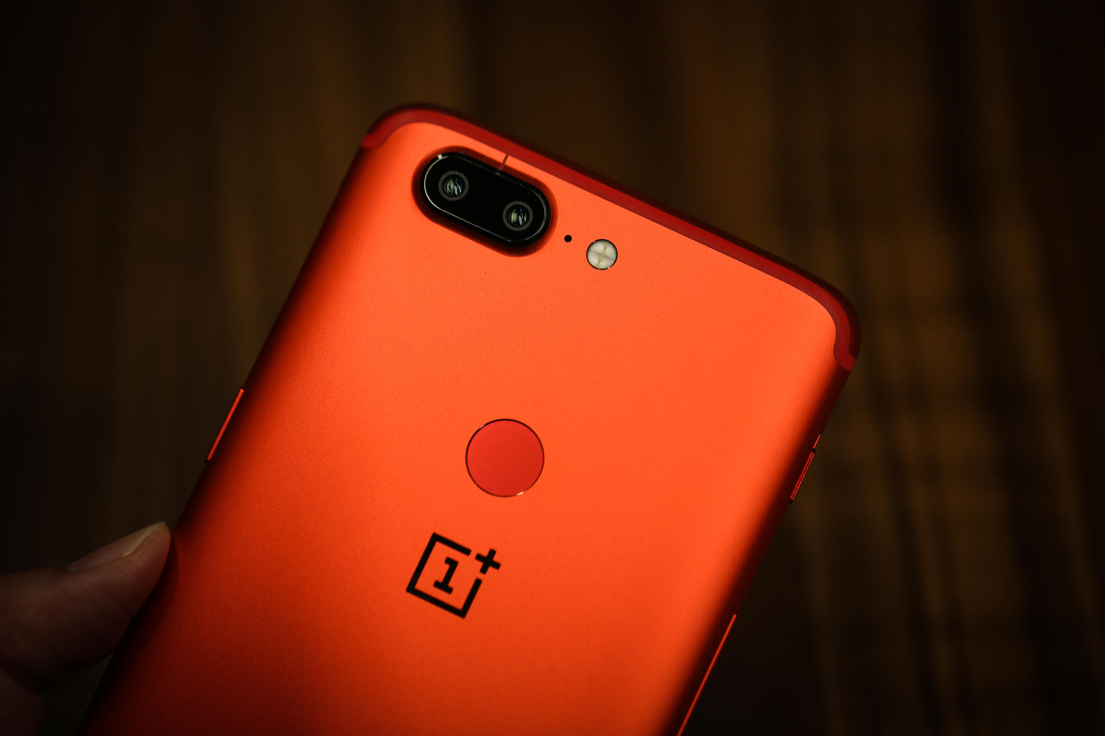 oneplus-5t-red-3340