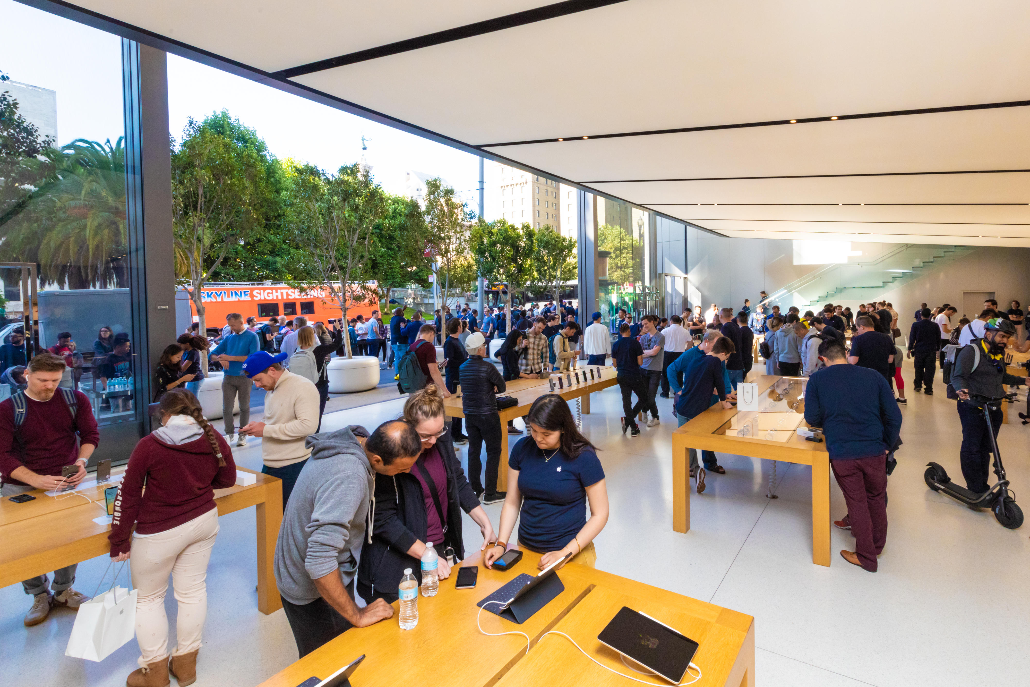 apple-store-iphone-11-on-sale-union-square-sf-0318