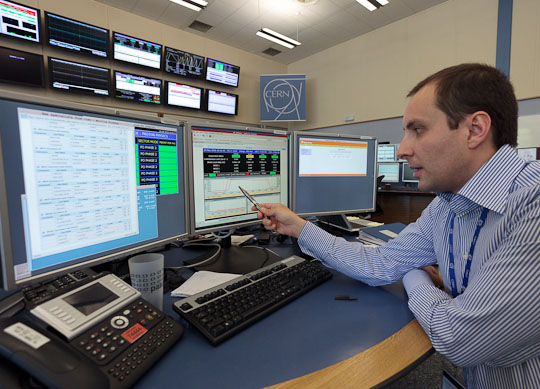 Mirko Pojer, a physicist and the engineer in charge of LHC operations, explains properties of the LHC's two countercirculating proton beams.