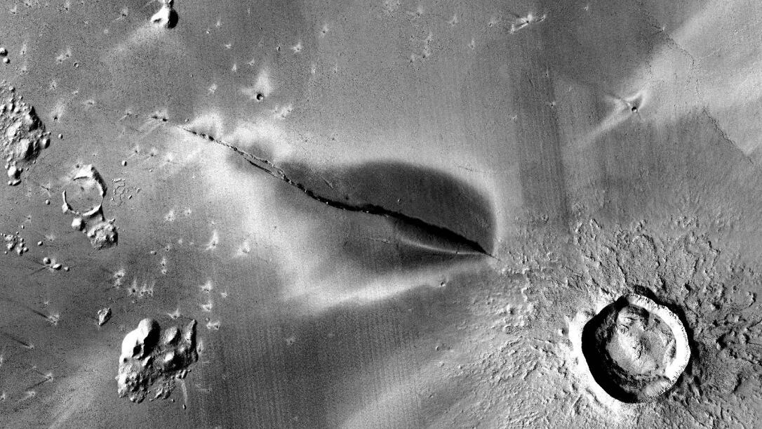 'Mysterious dark deposit' suggests Mars volcanoes could still be active - CNET