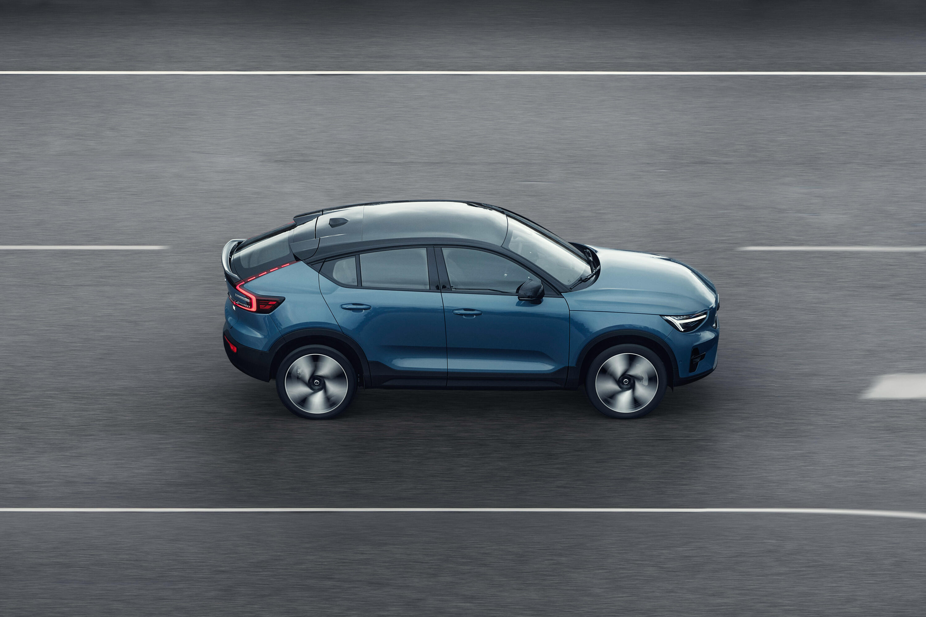 2022-volvo-c40-recharge-ev-crossover-coupe-111