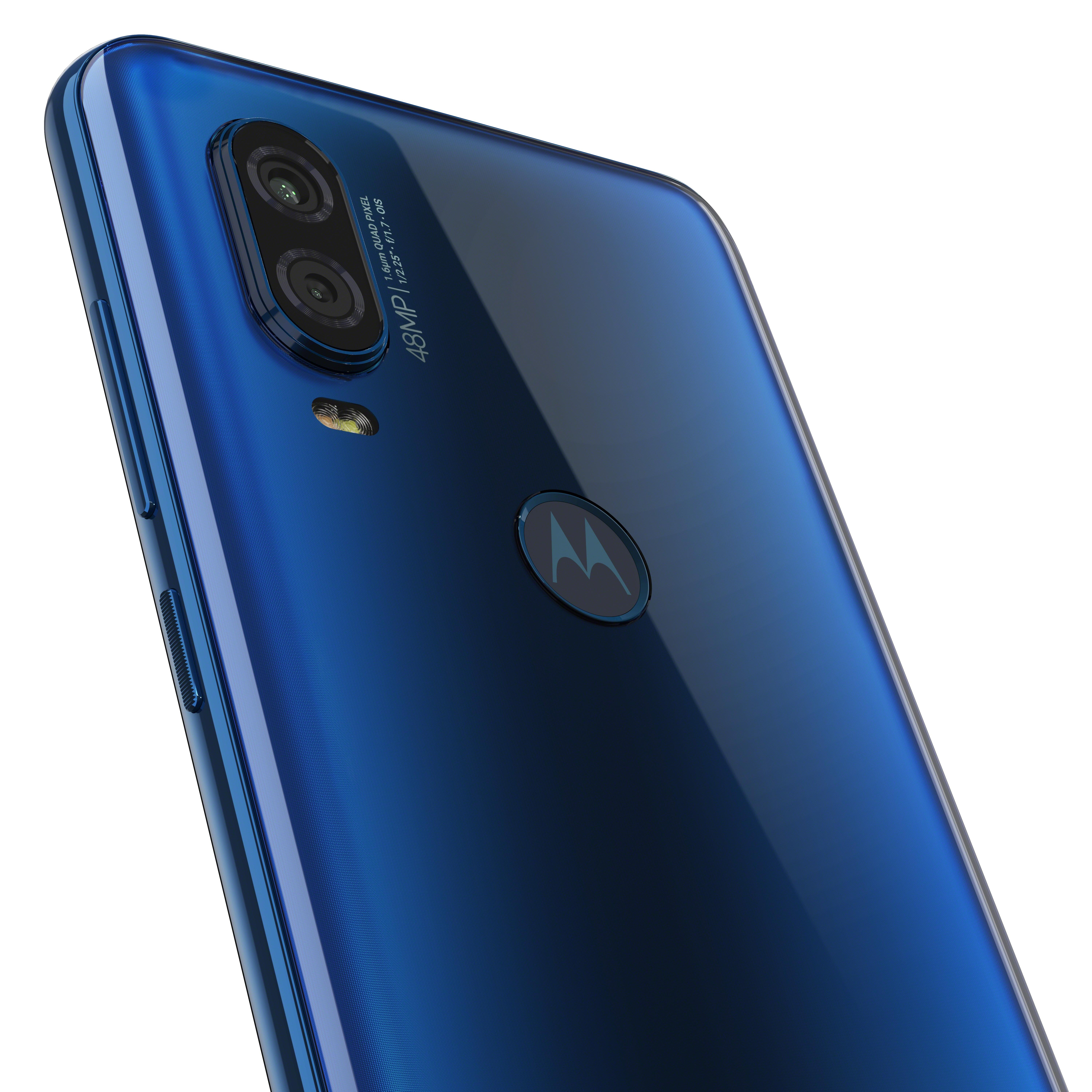 motorola-one-vision-row-sapphire-gradient-camera-detail-2