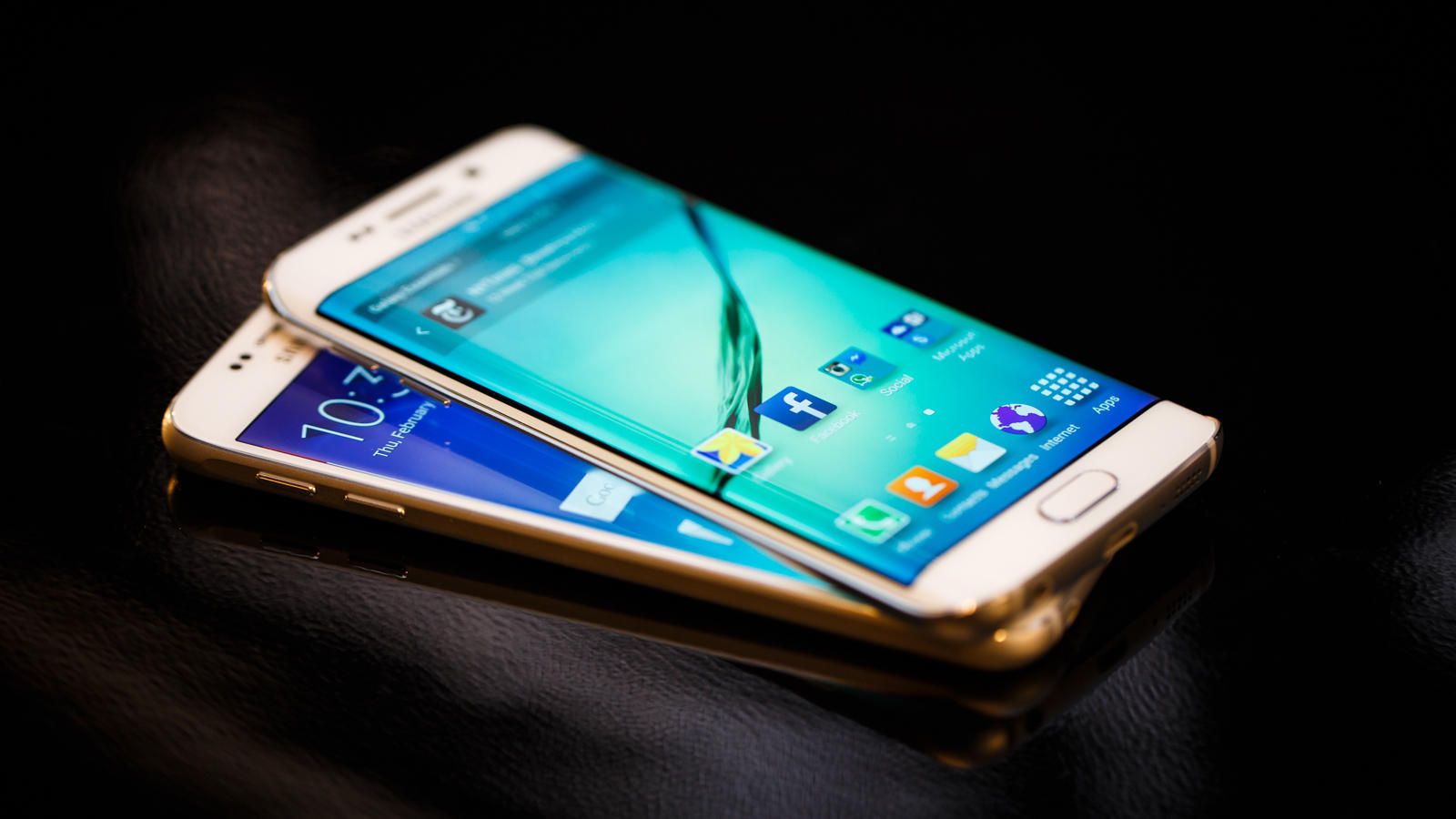 Meet the Galaxy S6 and Galaxy S6 Edge. Samsung's latest flagship phones share very similar specs and designs, but a few key differences help them stand apart.