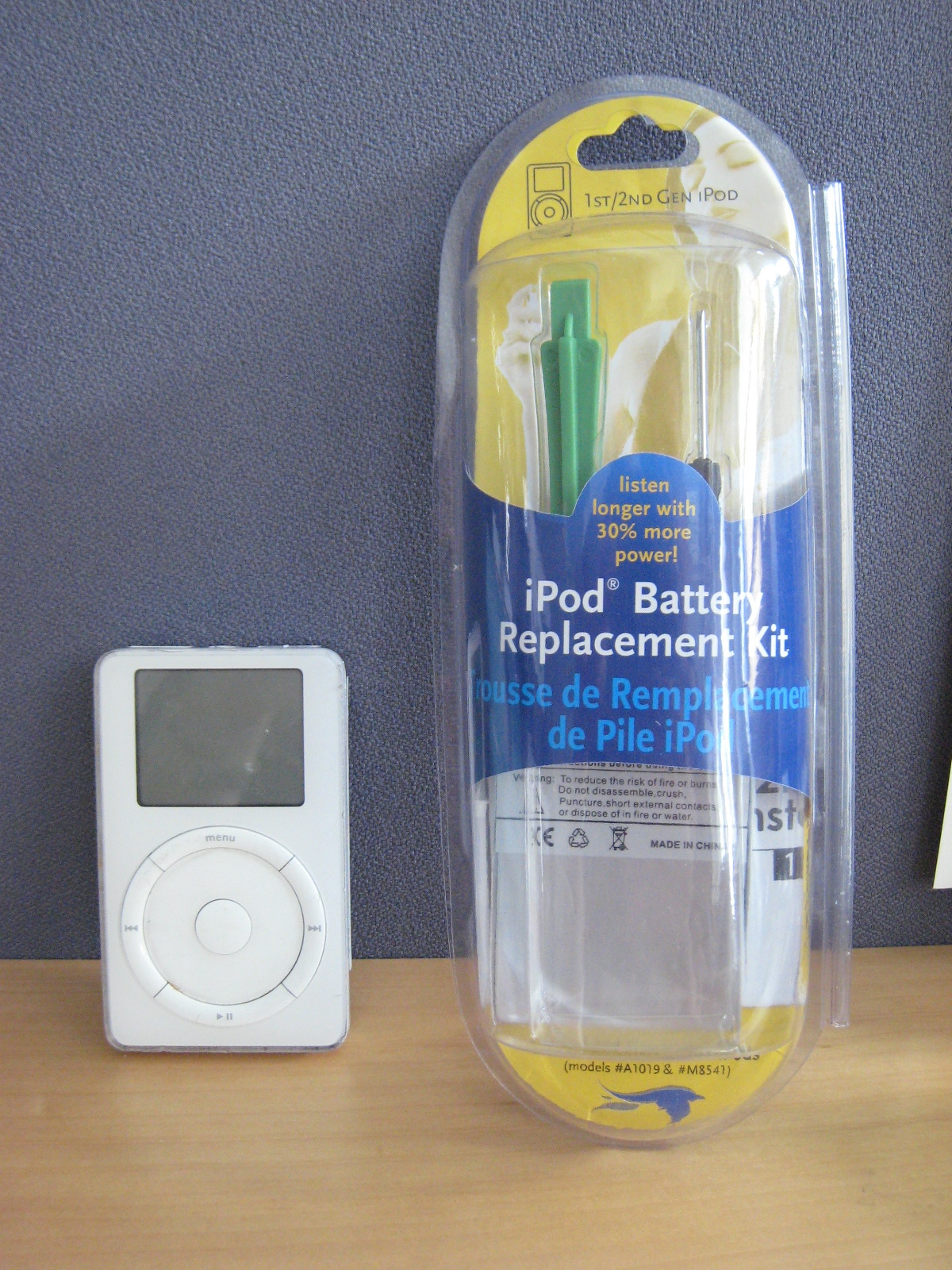 Photo of Blue Raven battery replacement kit and second-generation iPod
