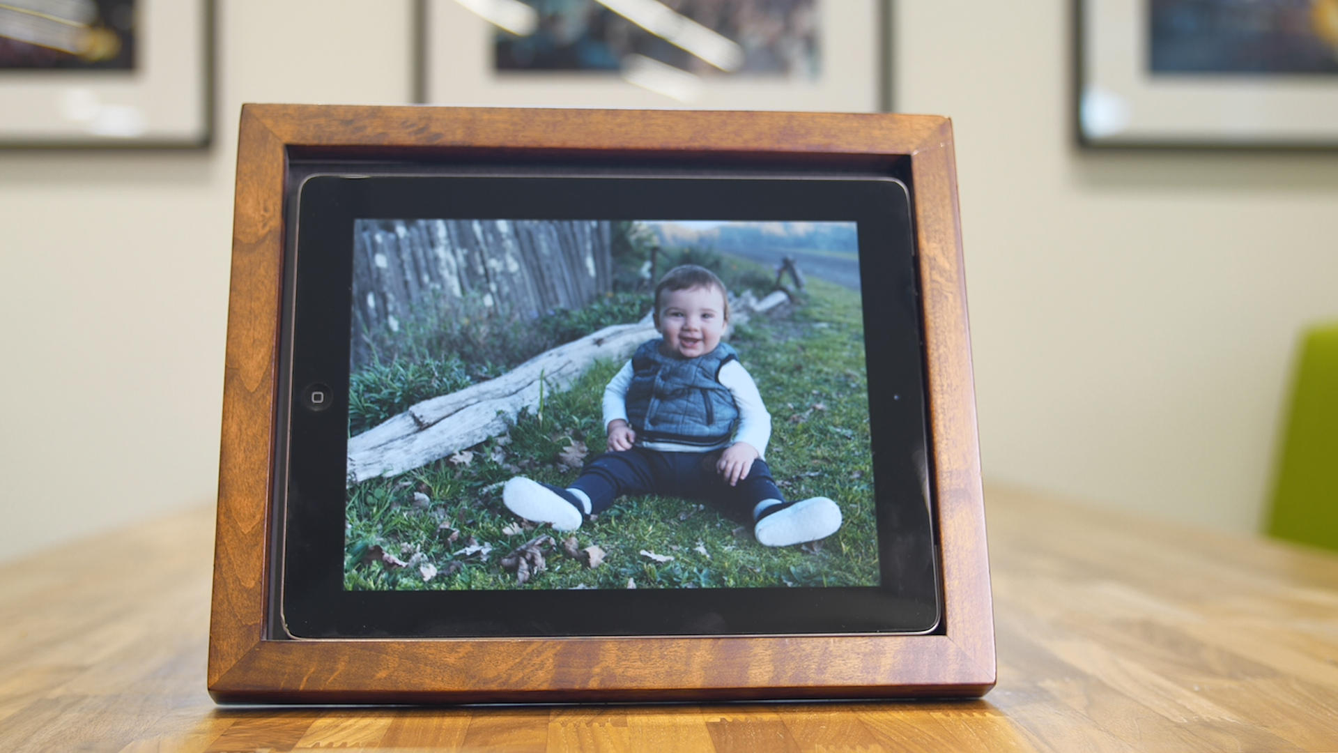 Video: Create a digital picture frame using an old iPad