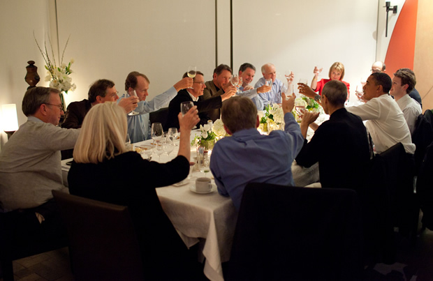 Who will dine with President Obama tonight?