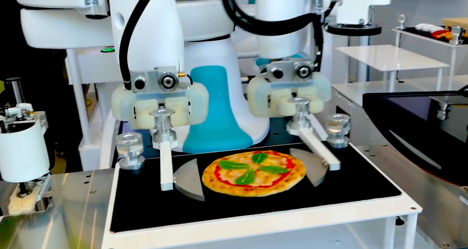 Video: Robot showcase features pizza- and sushi-making bots (Tomorrow Daily 409)
