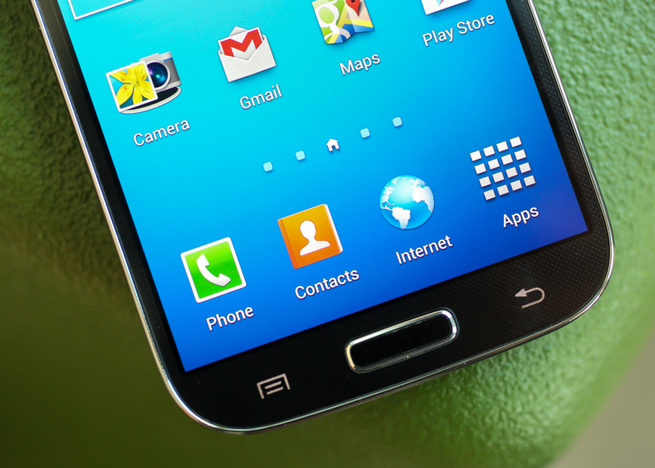 <p>The Galaxy S4's rectangular home button does triple duty: depending on how you press it, it can take you to your start screen, launch your list of recent apps, and start up the S Voice assistant.</p>