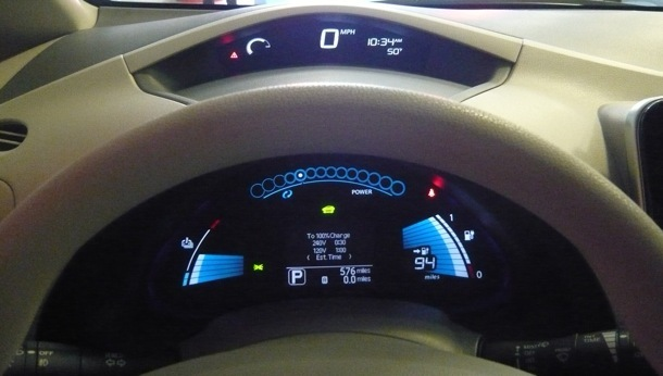 In addition to the usual suspects, the digital instrument panel shows the driving distance, battery capacity, and battery temperature.