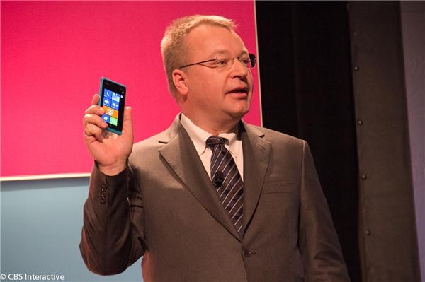 Nokia CEO Stephen Elop shows off the Lumia 900 at CES 2012