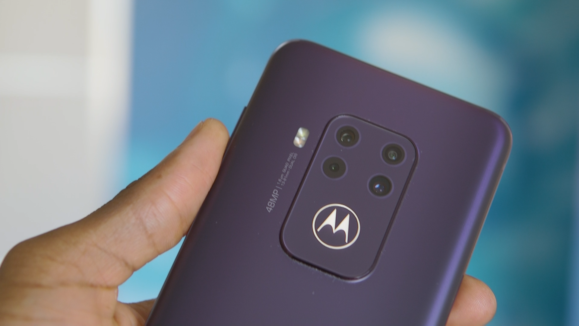 Video: Motorola Zoom has premium cameras at half the price