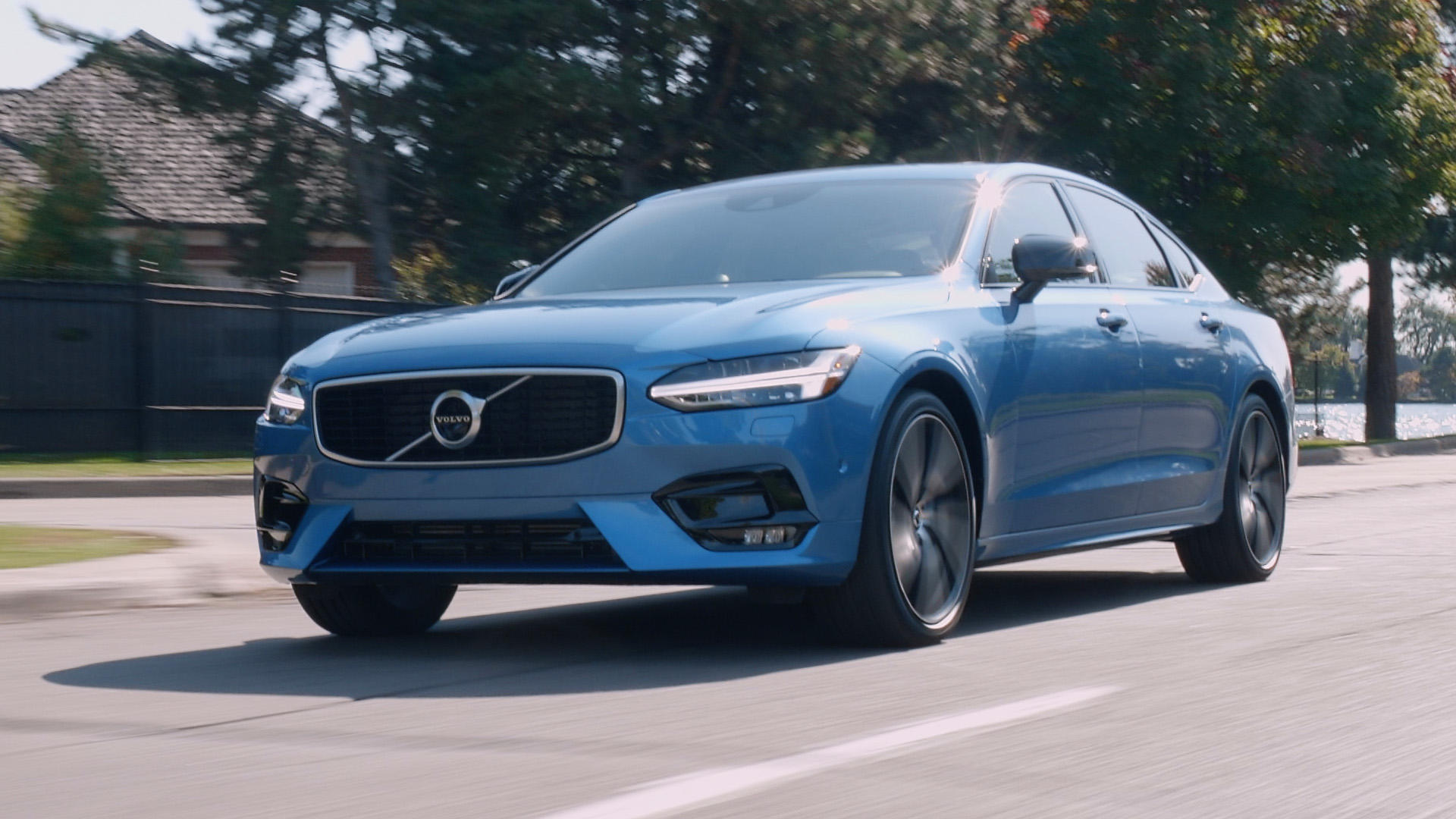 Video: 5 things you need to know about the 2020 Volvo S90 T6 AWD R-Design