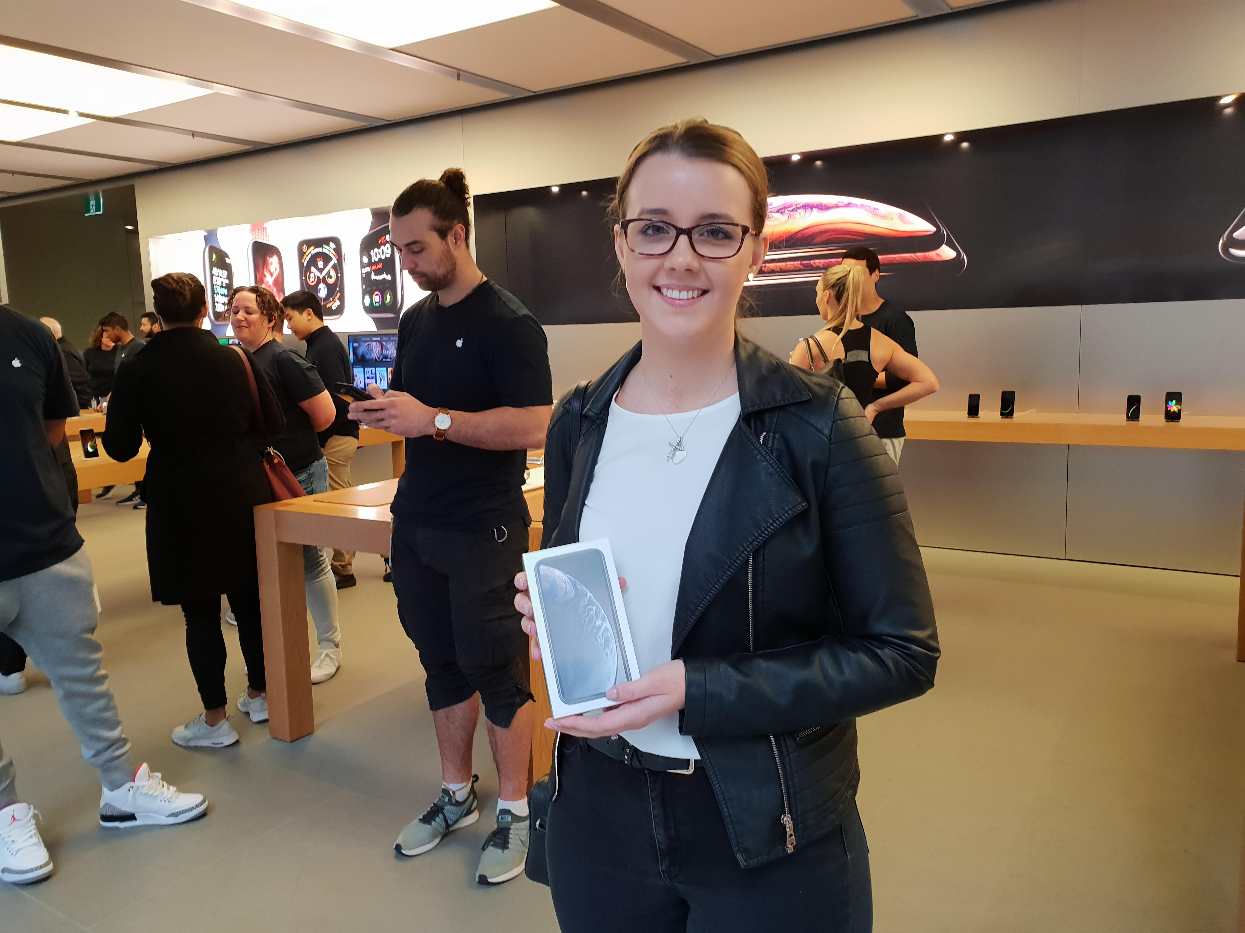 apple-store-iphone-xr-first-sydney