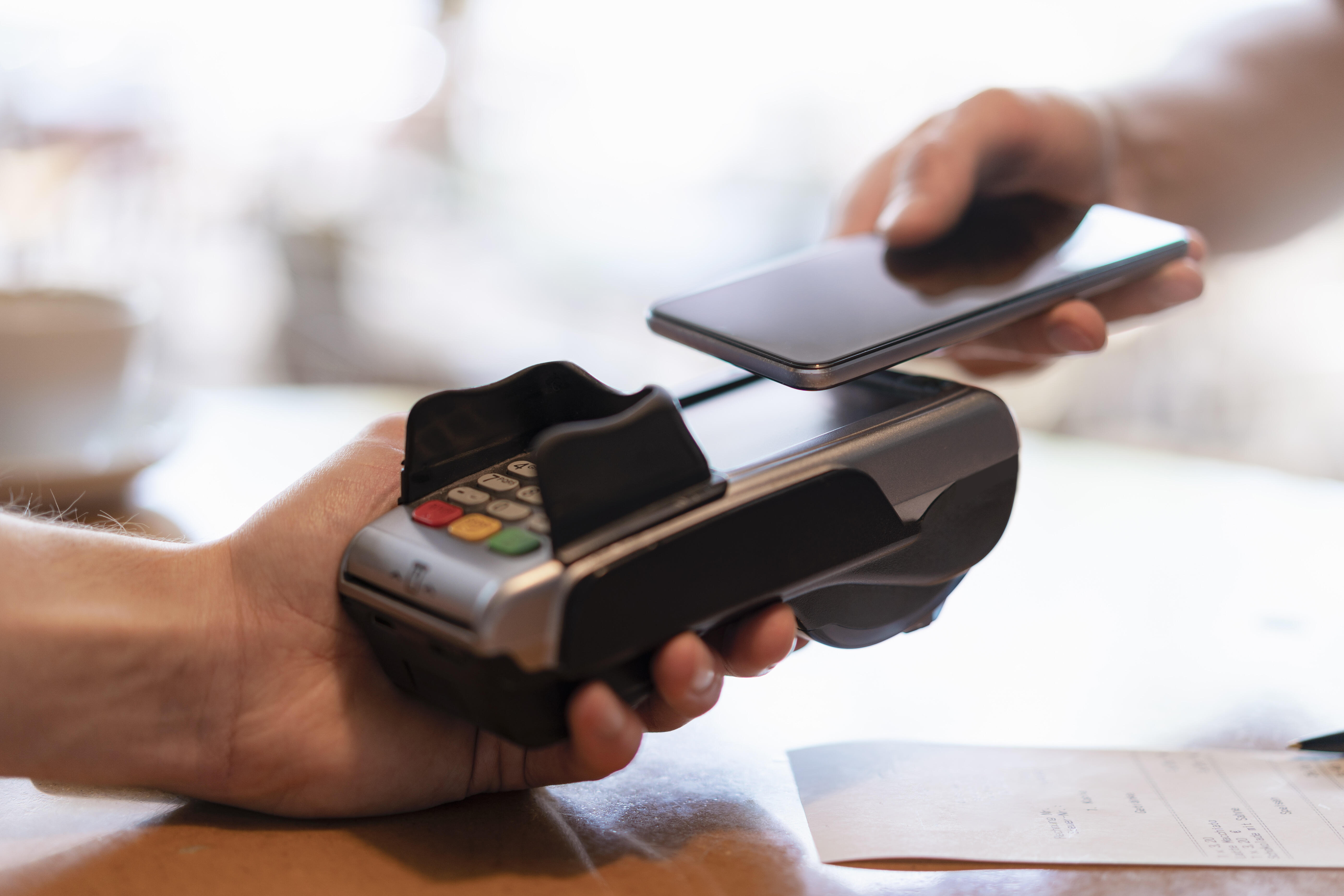 gettyimages-1161369864-contactless-phone-payment