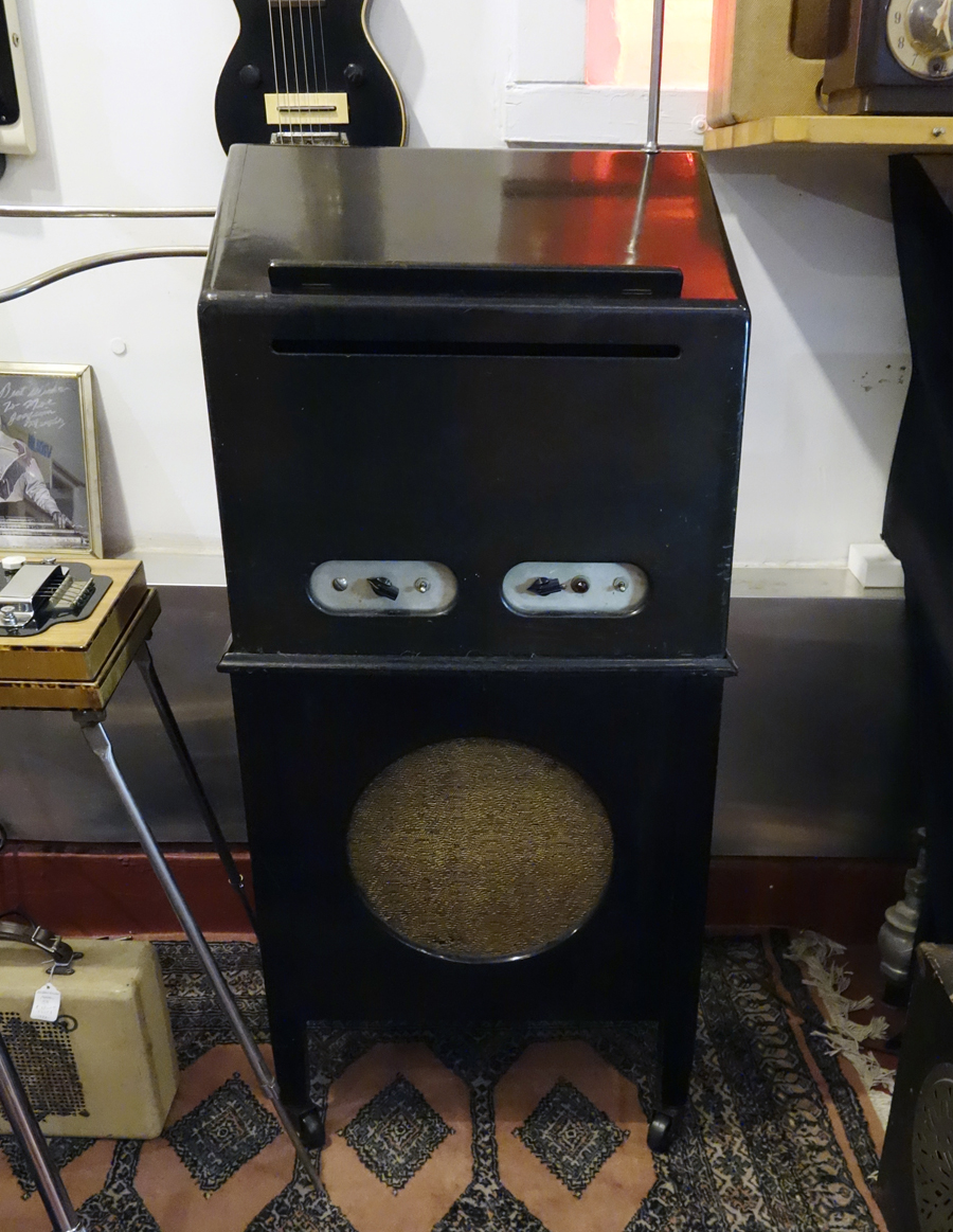 1938 Theremin made by Leon Theremin