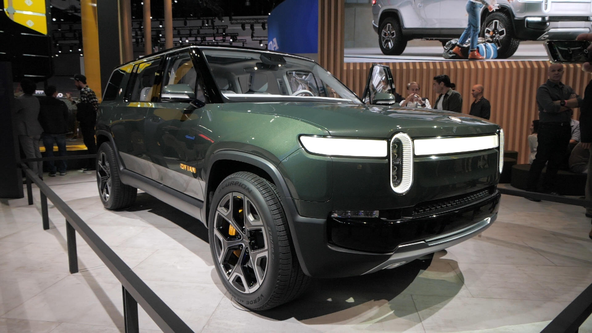 Video: Rivian R1S concept puts electricity into an SUV