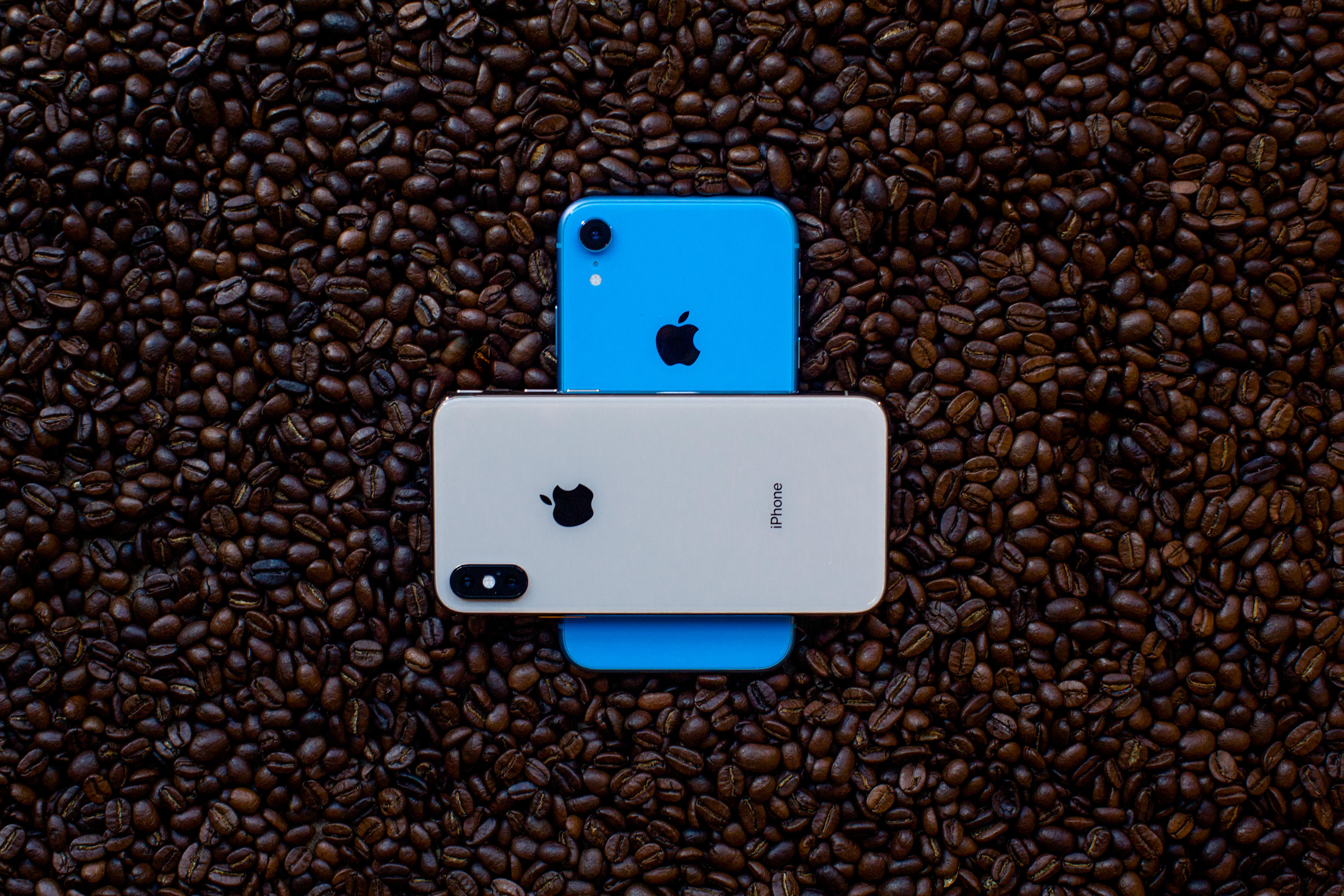 iphone-xs-iphone-xr-coffee-4