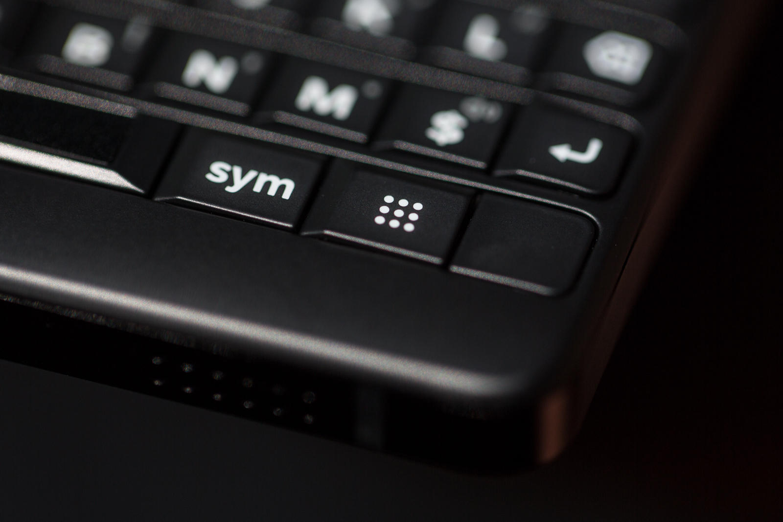 BlackBerry phones to return in 2021, with 5G and physical keyboard