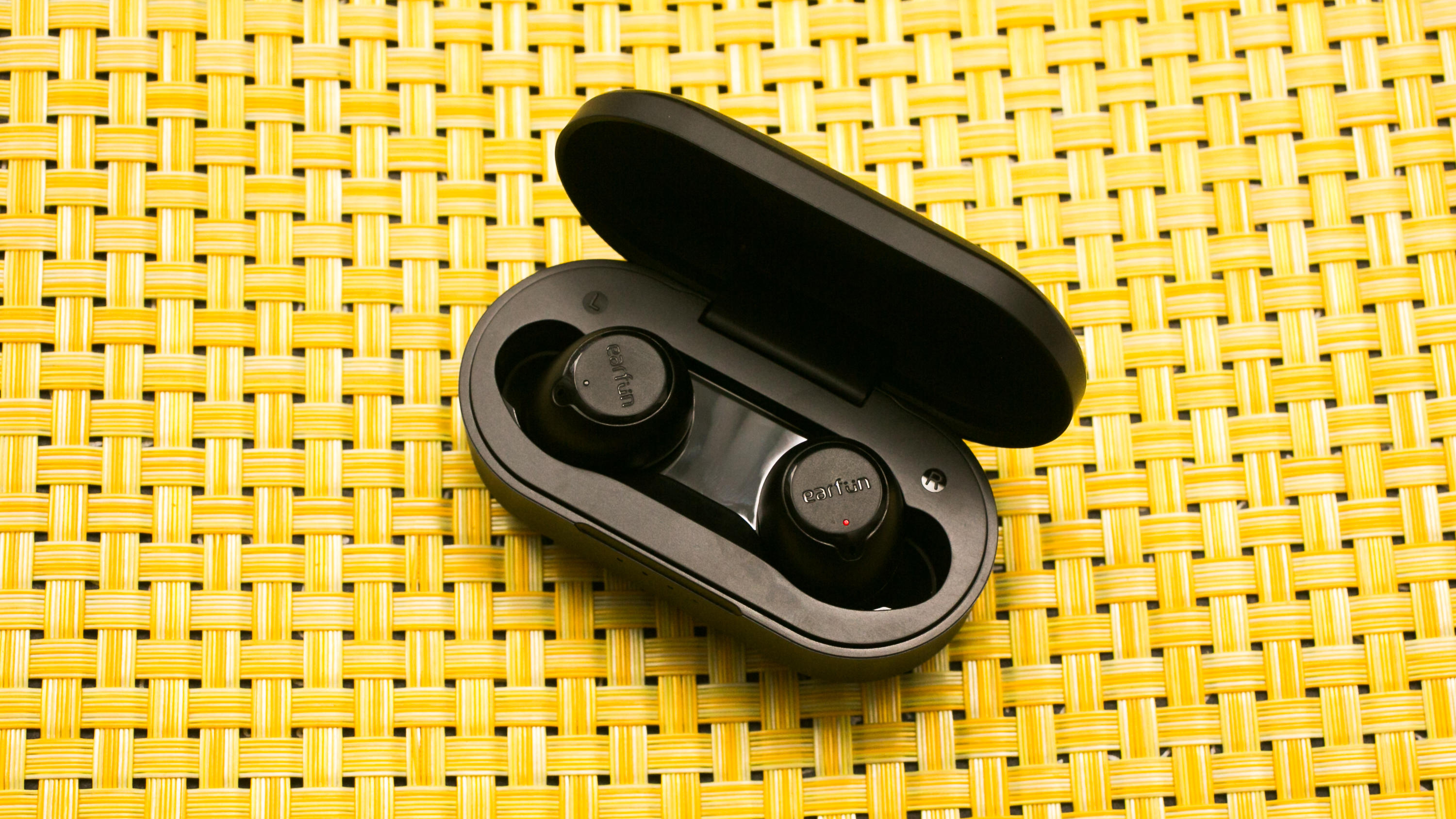 03-earfun-free-true-wireless