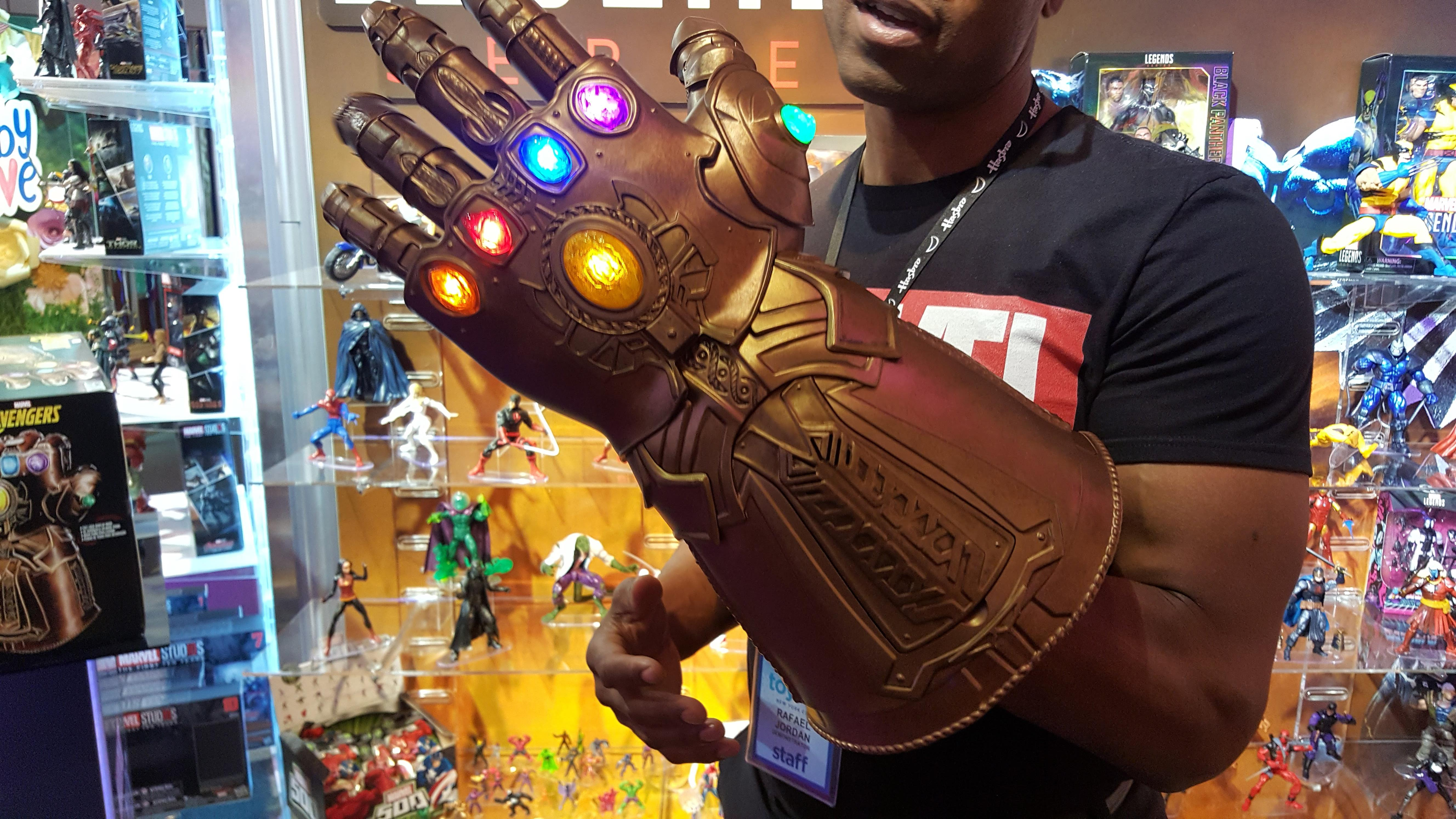 marvel-legends-infinity-guantlet-toy-fair-mike-sorrentino-cnet-3