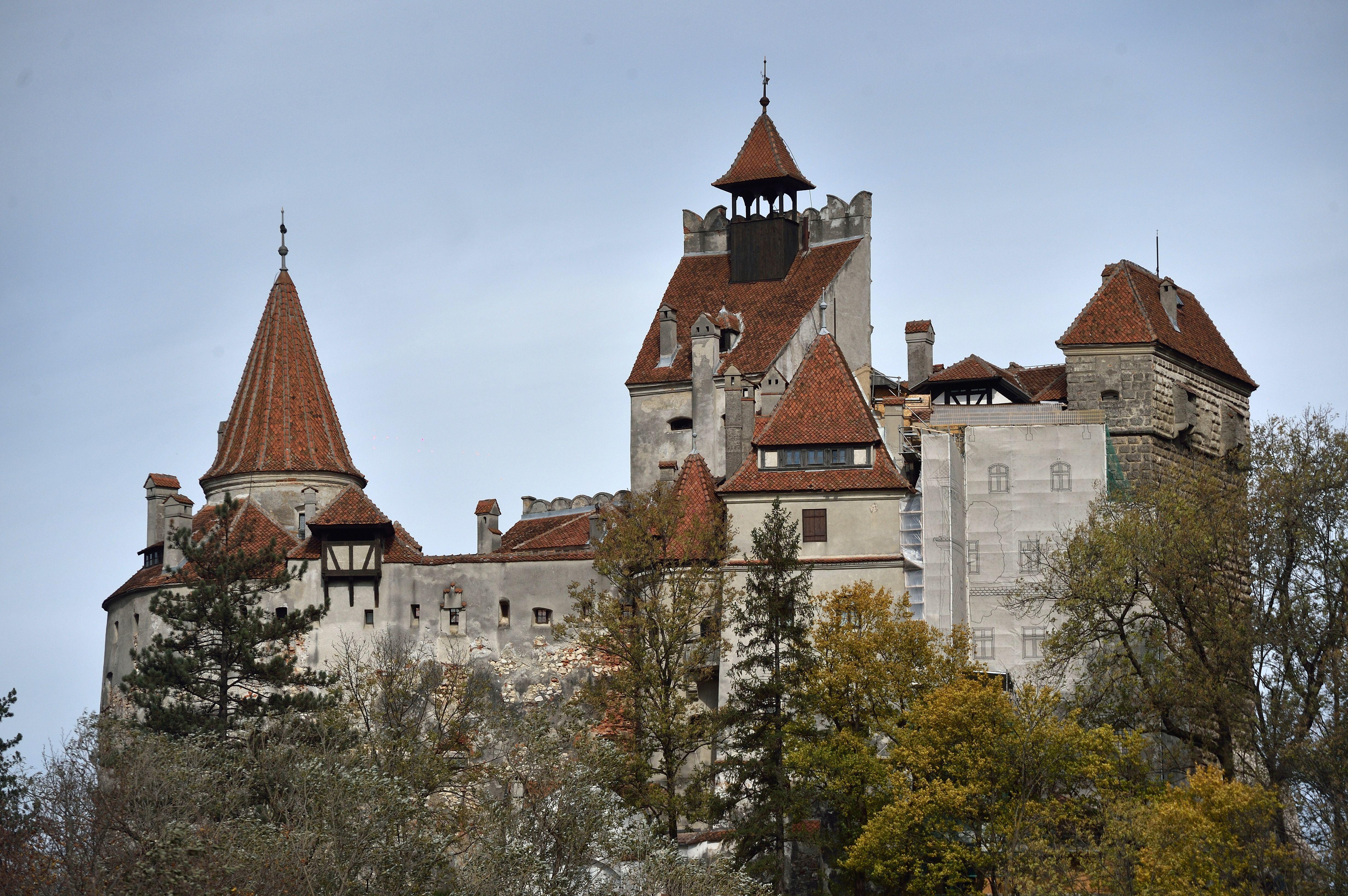 ROMANIA-DRACULA-BRAN-CASTLE-FEATURE