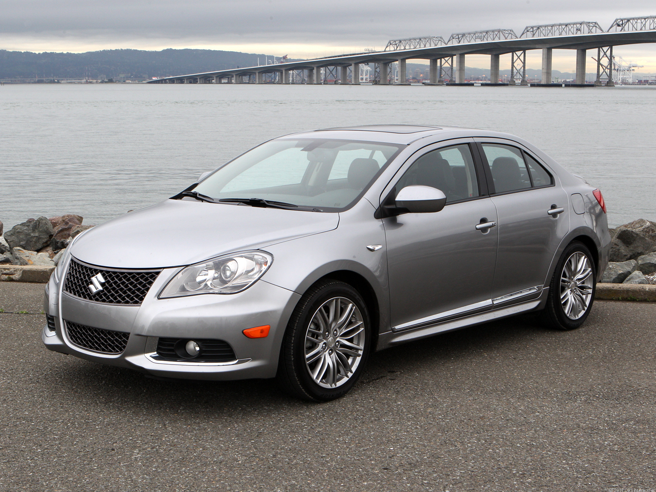 Most of the Kizashi Sport's upgrades over the S come in the form of body work, chrome bright work, and the 18-inch wheels.