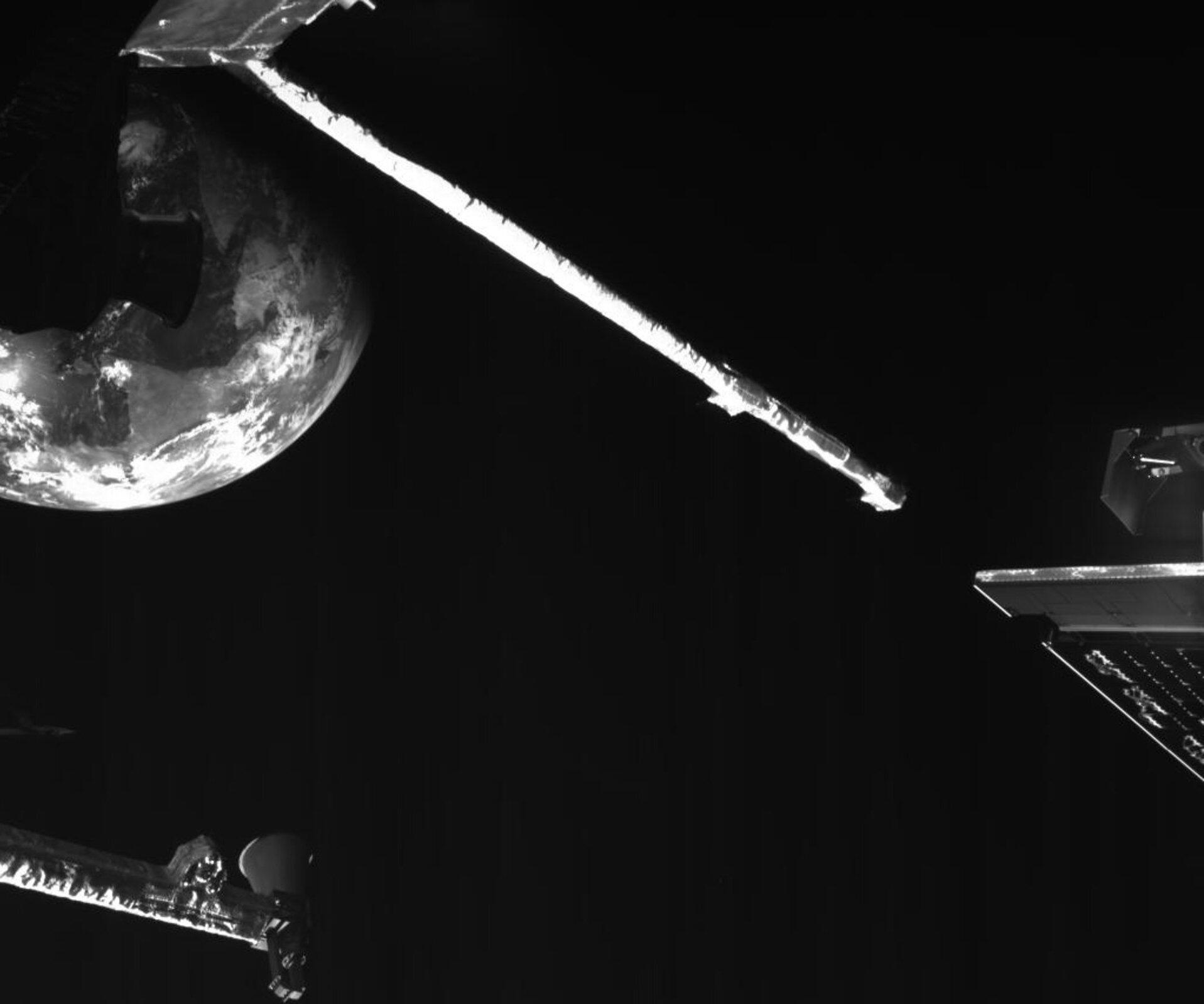 bepicolombo-s-close-up-of-earth-during-flyby-pillars