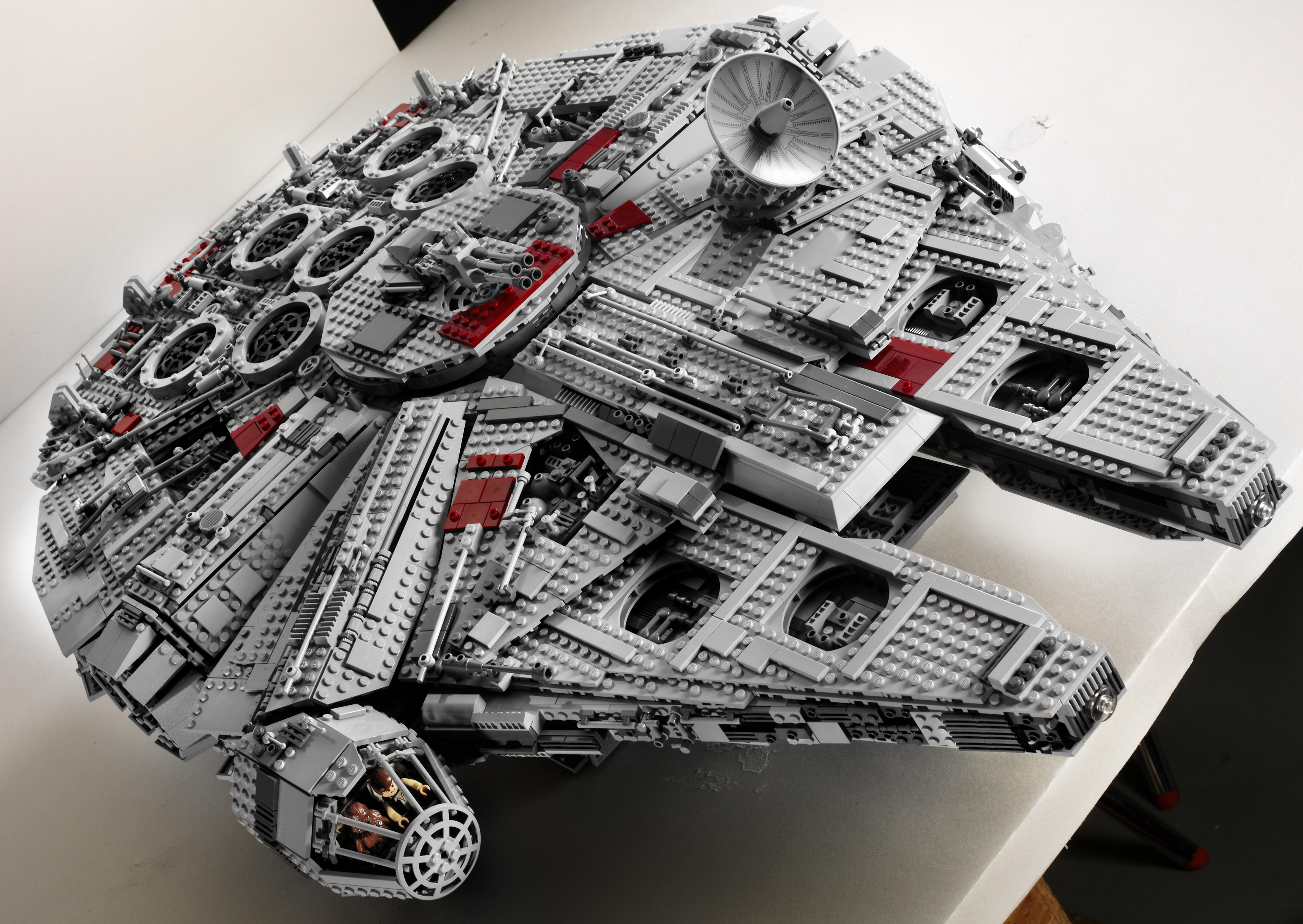 Ultimate Collector's Millennium Falcon - 2007