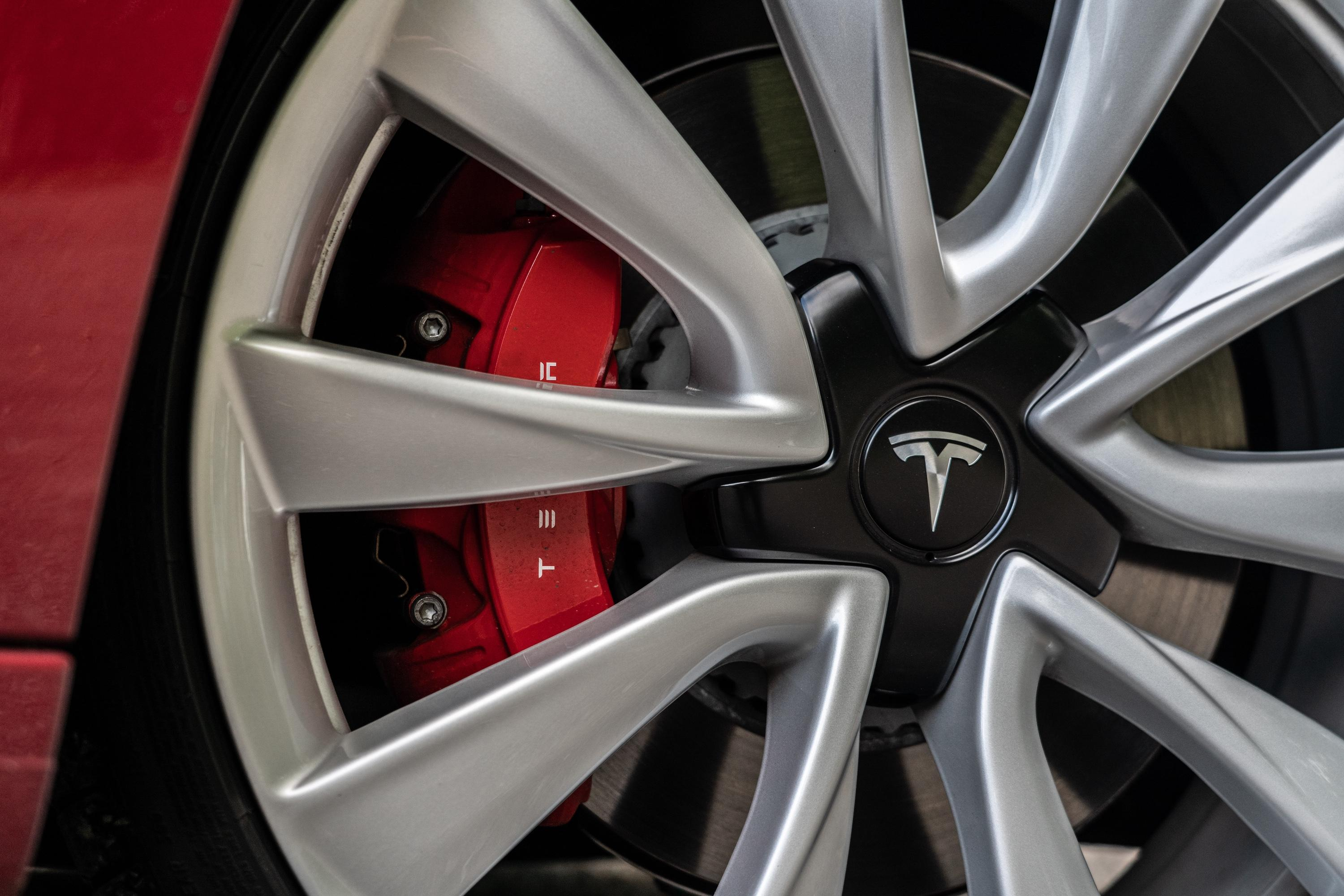 <p>Tesla lobbies to reinstate emissions penalties as credits Can Fall in value thumbnail