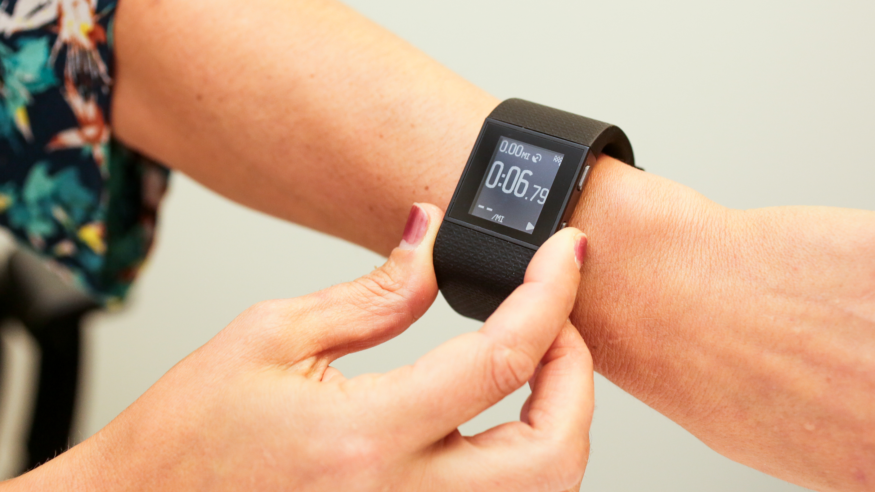 fitbit-charge-hr-surge-product-photos11.jpg