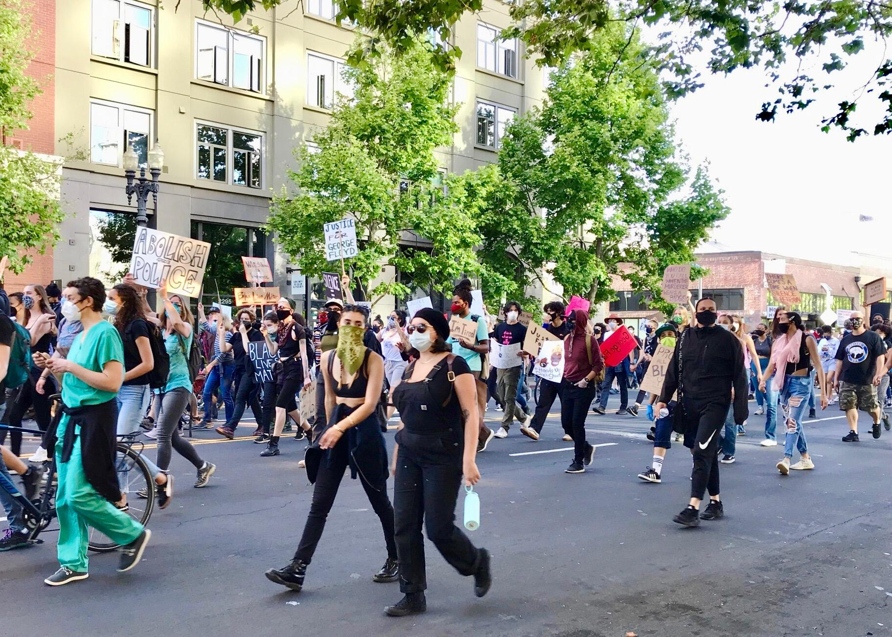 <p>More than 18,000 protesters peacefully marched through Oakland on Monday demanding justice for George Floyd.</p>
