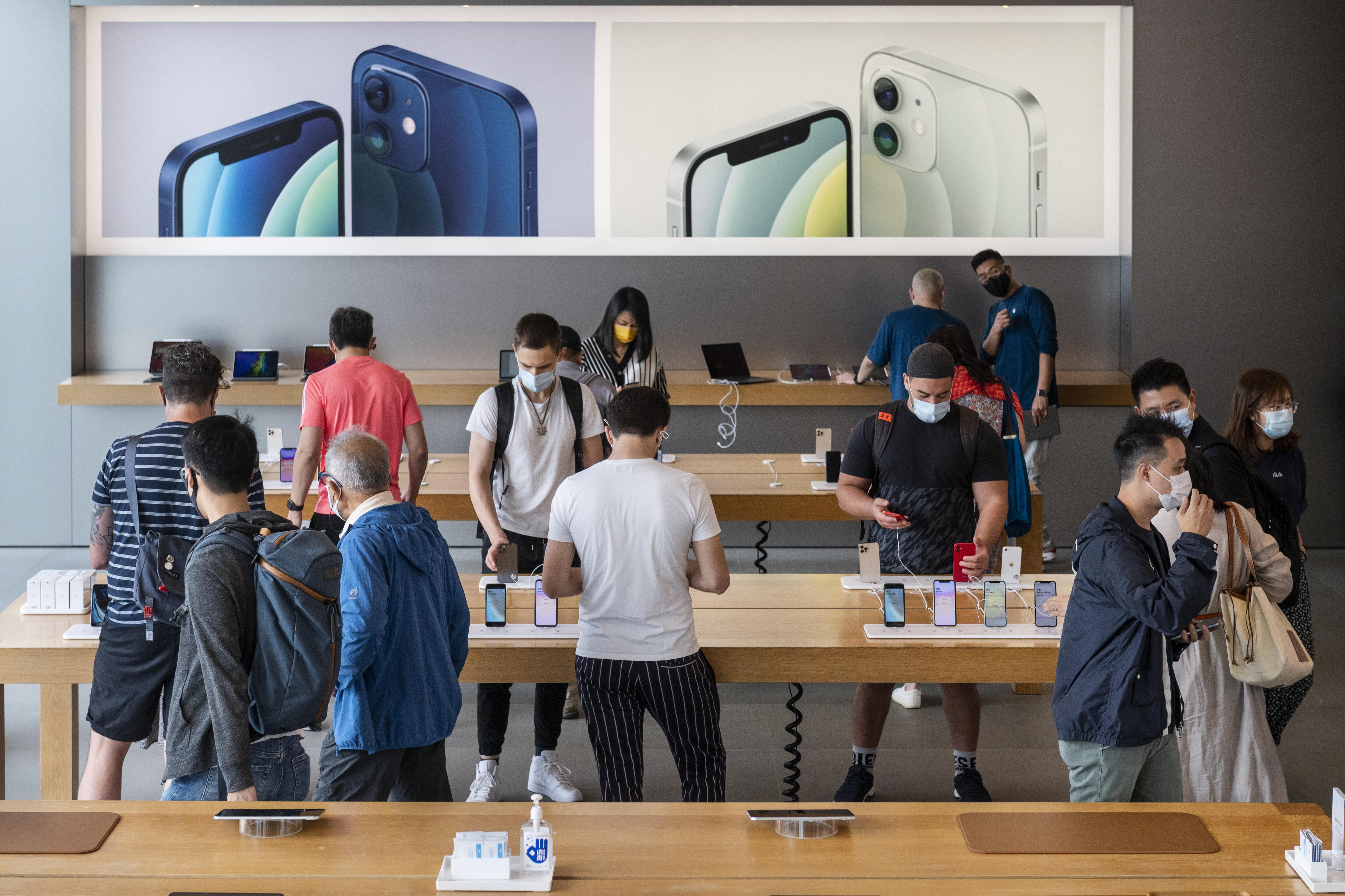 Apple Stores reportedly to end mask requirement for vaccinated customers     - CNET