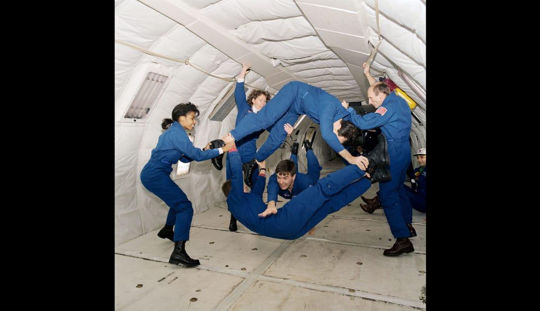 601194mainkc135-microgravity-training.jpg