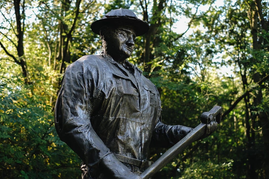 The Oil Patch Warrior statue is a tribute to the 42 Americans who came to Britain in the darkest hours of 1943 to drill top secret oil wells in and around the legendary Sherwood Forest.