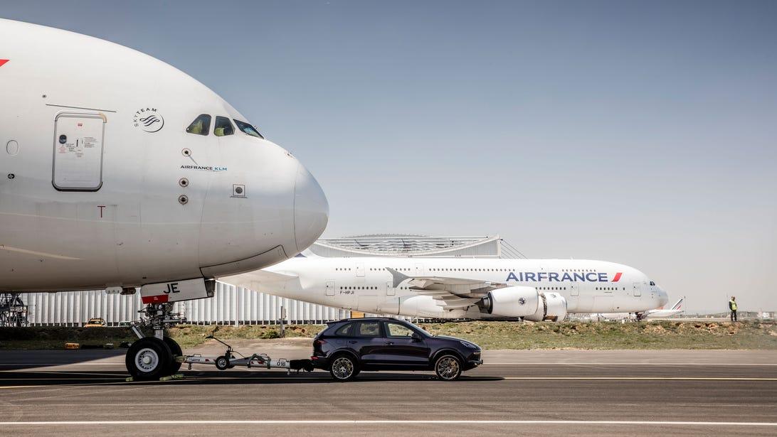 Porsche Cayenne Airbus A380 Tow