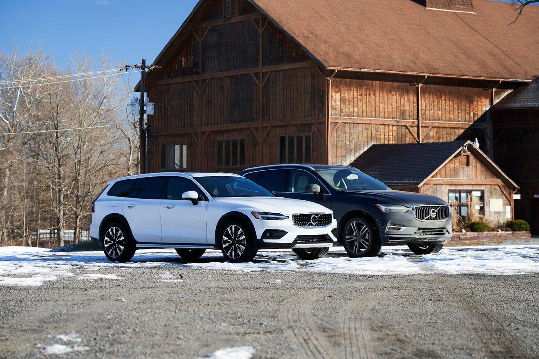2021 Volvo XC60 vs. V60