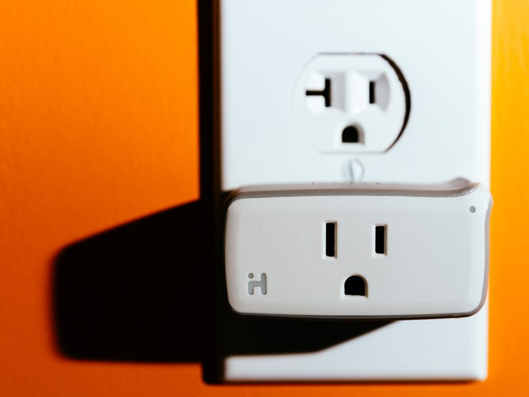 ihome-isp5-smartplug-product-photos-1.jpg