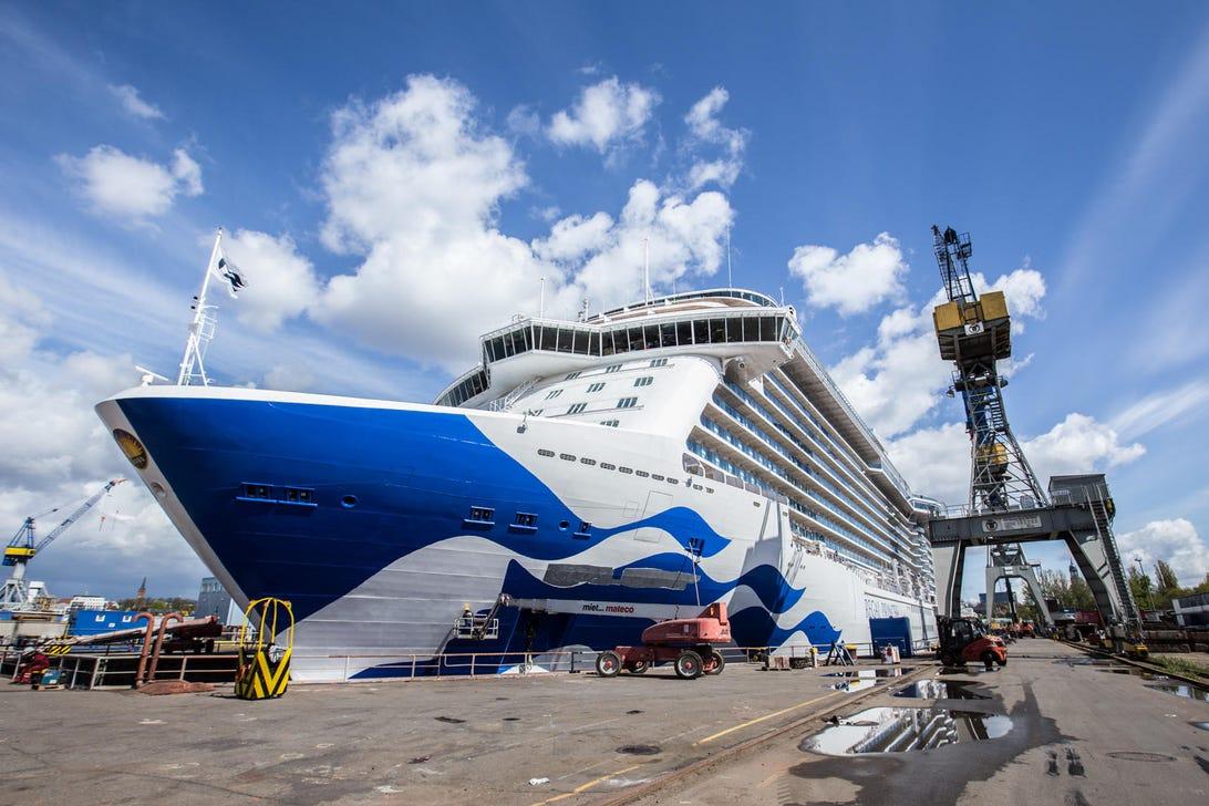 cruise-ship-carnival-smart-tech-medallion.jpg