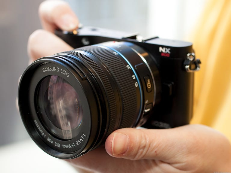 Samsung NX200 (with 18-55mm lens , black)
