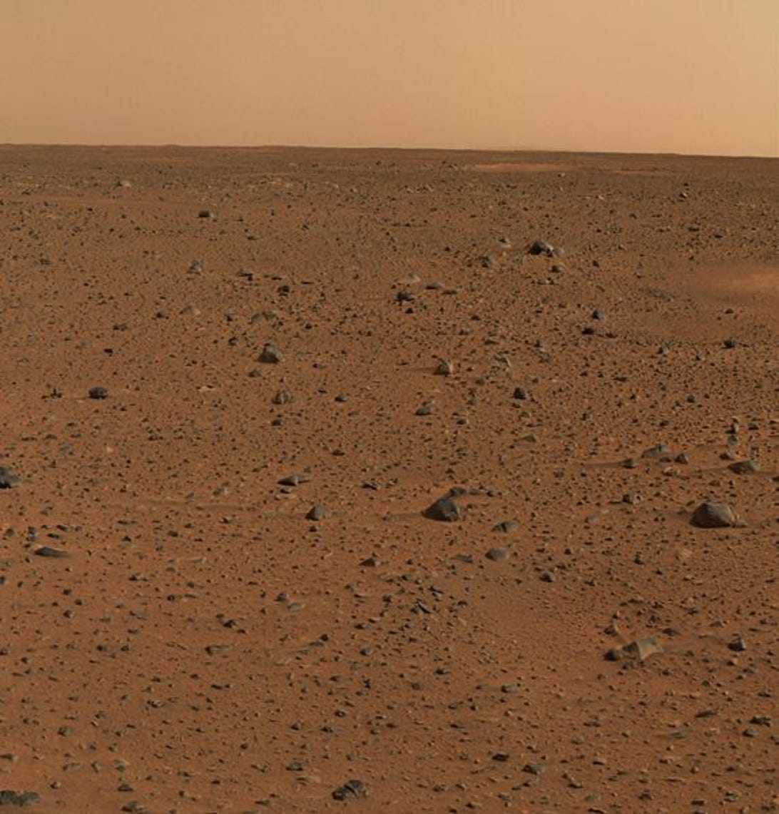 574px-Spirits_First_Color_Photograph_Mars.jpg