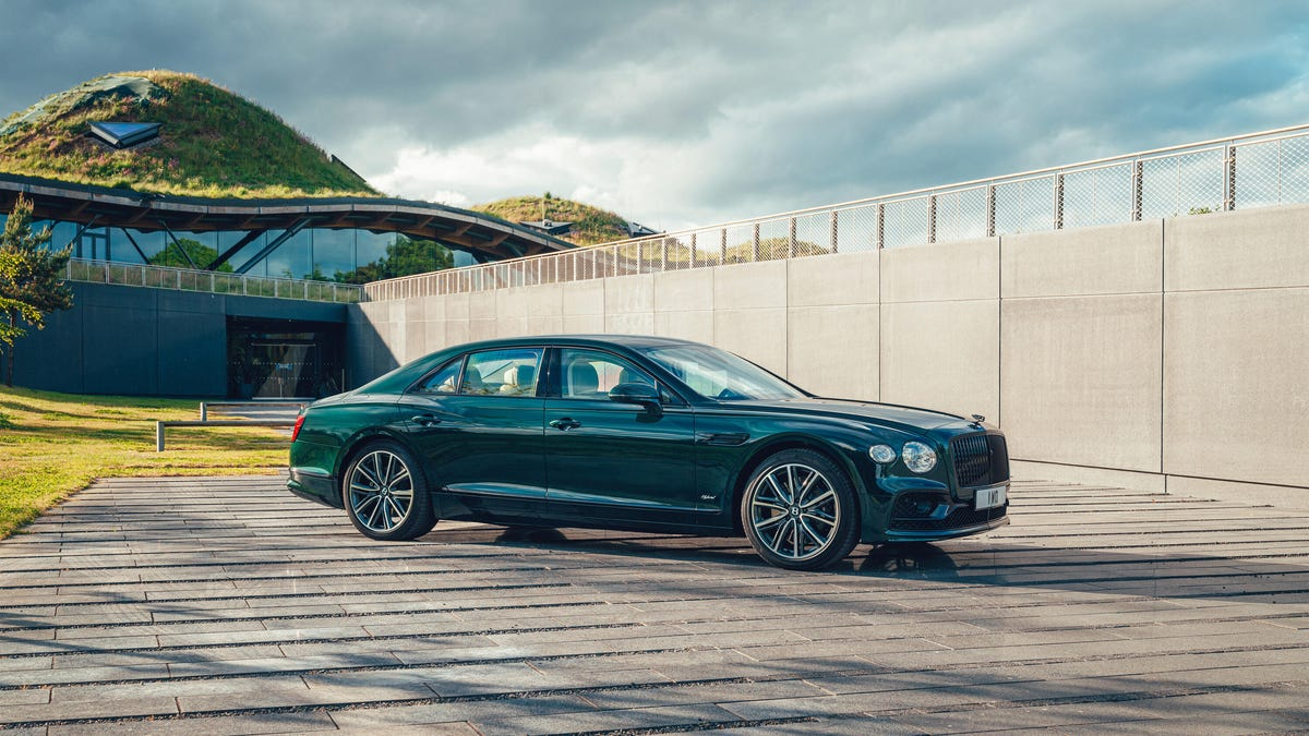 The 2022 Bentley Flying Spur Hybrid Is Green Throughout – Roadshow