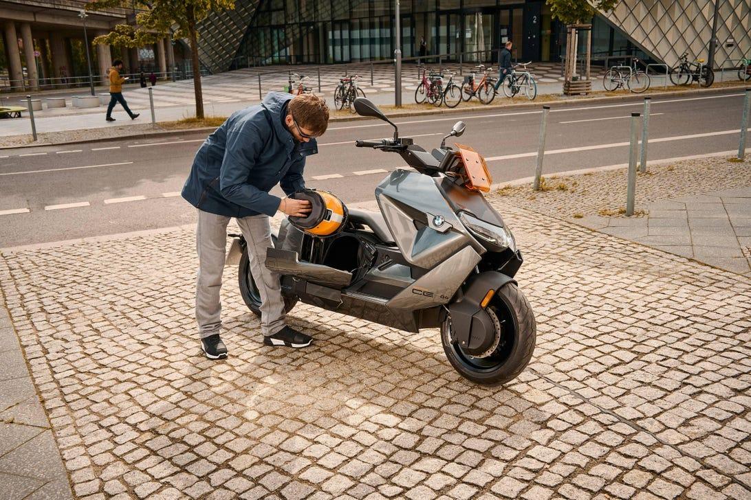 BMW CE04