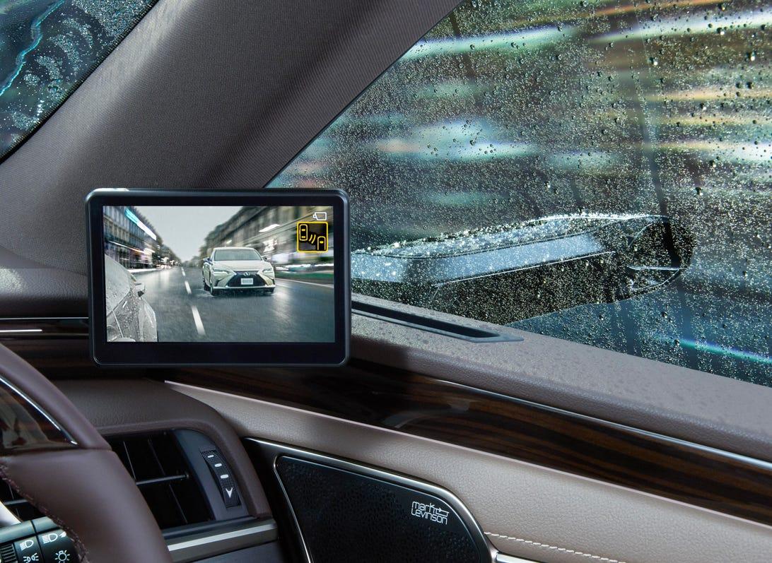 2019 Lexus ES with Digital Outer Mirror tech
