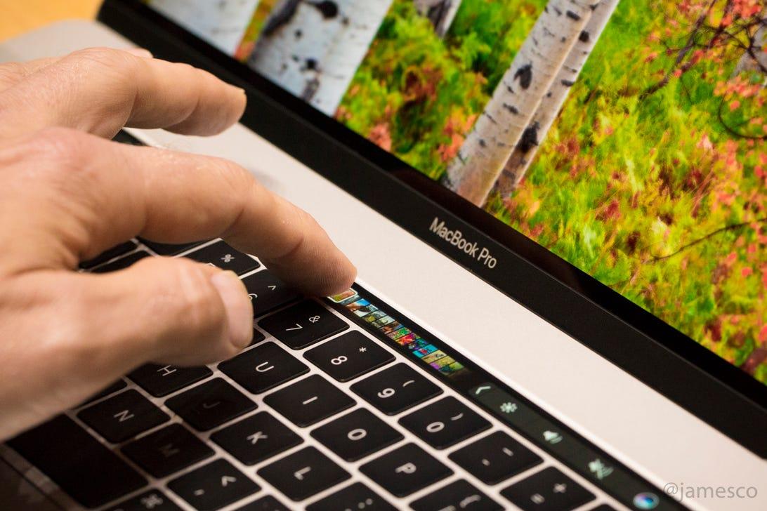 apple-event-macbook-touchbar-macbook-pro-102716-2951.jpg