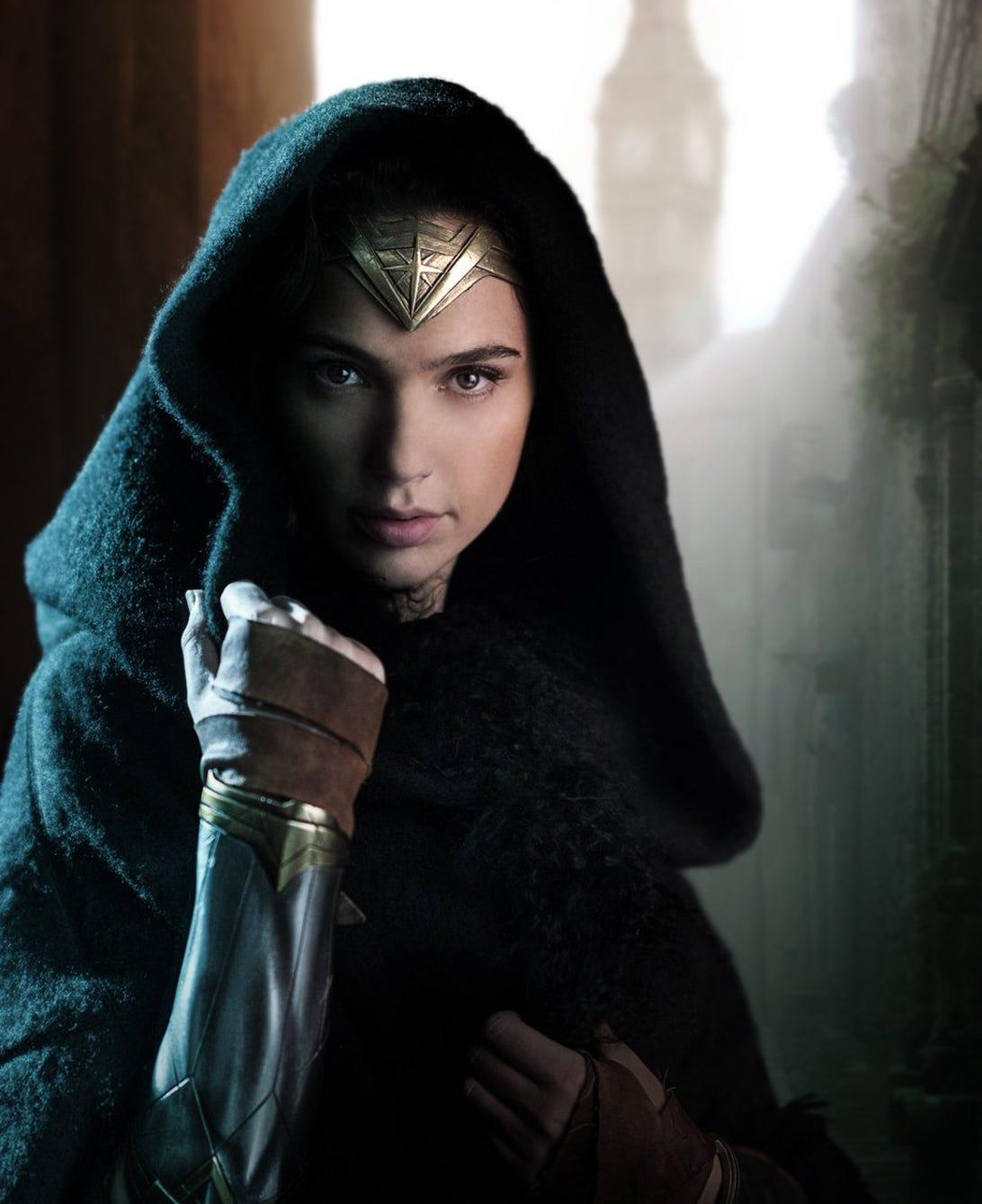 wonder-woman-gal-gadot-hood.jpg